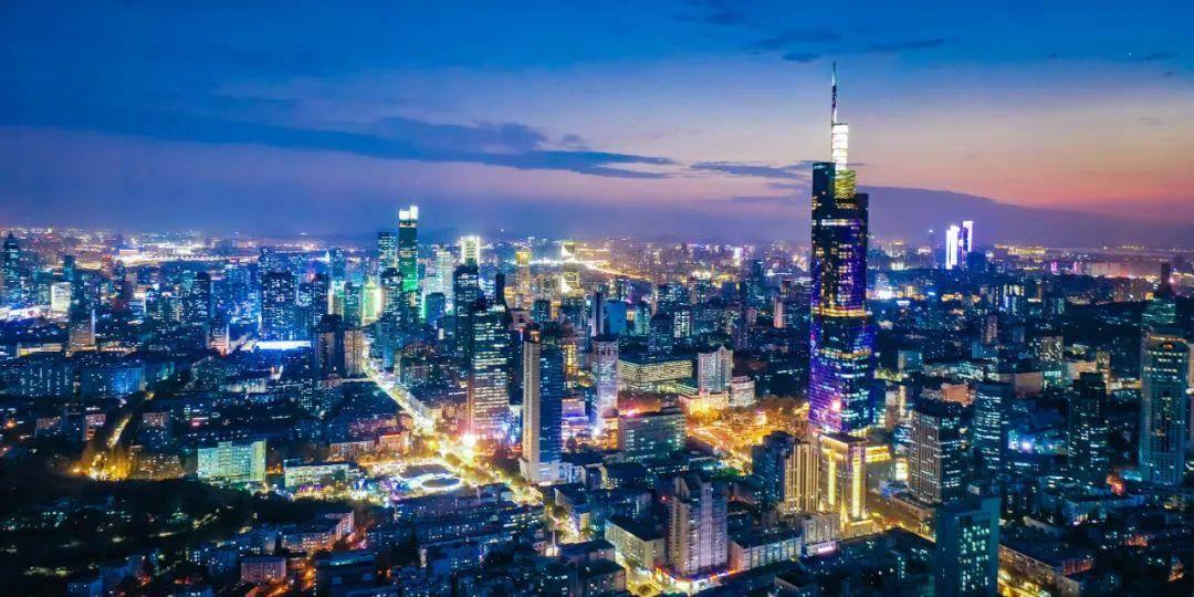 南京璀璨夜景。南报融媒体记者 董家训 摄